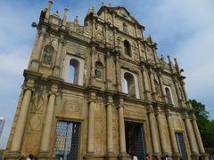 聖ポール天主堂跡 1582年に聖アントニオ教会付属の礼拝堂として建てられましたが、2度の火災に見舞われ、ファサードと68段の階段だけになってしまいました。
