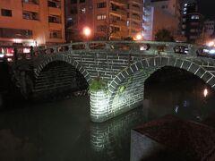 眼鏡橋に到着。  ライトアップしていたけれども、天気が悪かったせいか全然人がおらず・・・。