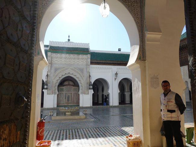 カラウィン モスク