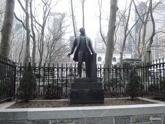09:00 BENITO JUAREZ像 ブライアント公園, Bryant Park, New York