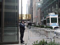 09:40 トランプ・タワー, Trump Tower, 725 5th Ave, New York