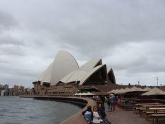 3日目は、オペラハウスの見学ツアーに参加しました。 なんと私たちだけしか参加者がいなくて、驚きました。
