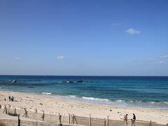 道路を挟んで向かい側は、「コバルトブルービーチ」。 時季的に閉鎖中(&ゴミが…)でしたが、こちらも白い砂が印象的なビーチです。 私の中に『山口県=海が綺麗』というイメージが刷り込まれました。