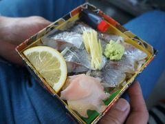 伊豆箱根鉄道駿豆線で修善寺駅まで。  駅構内の『武士(たけし)のあじ寿司』は、\1,000くらいのお値段ですが絶品!!  これは、昨年の画像です。