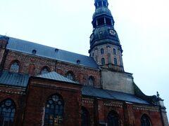 聖ペテロ教会。 本日もやっぱり見るだけで、中に入らず。
