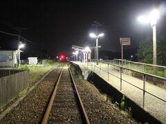 夕食後、宿に戻る途中、内牧駅へ立ち寄る。