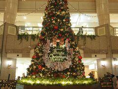 以前は東京の丸の内のクリスマスと同じテーマで飾られてたけど、今回は違ってました。