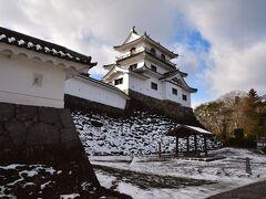 白石城の大櫓(天守代用)。木造による復元建築