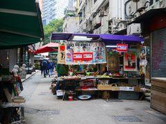 ここら辺面白いものたくさん売ってるんですけど、たいていが撮影禁止。 プロパガンダポスターとか骨董風雑貨とか。 なので遠くからこっそりと一枚(笑) 初香港のときにここで買った大理石のコースター、今でも愛用しています。