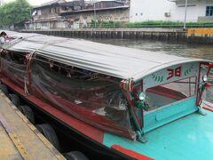 運河ボートは渋滞がなく、便利な移動手段です。 ただし、川の水はかなり汚いので、注意が必要です。 ここまで10バーツ。