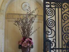ベーリック・ホール 玄関の生け花
