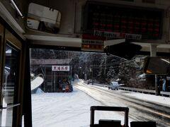 奈良でも都がある北部は盆地、だけど南部は山岳地なので厳しい冬山に! 桜で有名な吉野山、だけど雪の吉野山も美しいですよ  吉野郡 黒滝茶屋でのお勧めは、製造直売されている柿の葉寿司ですね