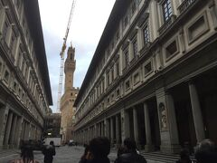 ウッフィッツィ美術館より奥のヴェッキオ宮殿