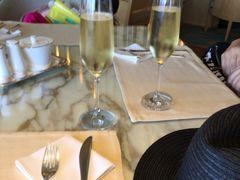 ウエルカムドリンクはシャンパンをいただきました。