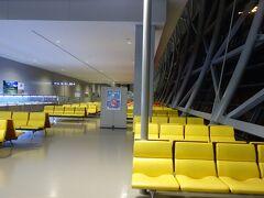 1月末日、朝6時の関空は、利用者が少なかった往時の姿を思い出させる閑散空港(スミマセン…オヤヂギャグ)。売店も開いてないし、コーヒーも飲めなくて、すさんだ気持ちで旅の始まり。