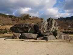石舞台古墳です。  ここに来るのもかなりの久しぶり。 相変わらず石が大きいです。 もっとも、石なので簡単に大きさは変わりません。(笑)