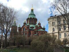 この公園にやって来た目的、こちらを拝む為でした。 北欧最大級と言われるロシア正教会の大聖堂「ウスペンスキー寺院」