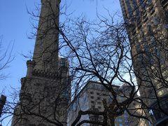 シカゴ大火災を生き延びたという、ウォータータワー。めちゃめちゃ寒いです。
