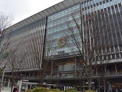 展望デッキは結構風も強くて寒かったので、博多駅へと向かいます。  福岡空港から博多駅までは地下鉄で2駅! こんな便利な空港、他にないでしょう、といったところ。