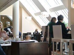 遅めの昼食にグランドホテル内の日本食レストラン『雲海』へ。