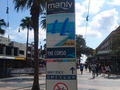 Manlyに到着しました!  フェリー乗り場からビーチまで両側にお店がならぶ通りを歩いて5分くらいです。  サーフィンブランドのお店やレストランやスーパーなどが並びとても賑わっています。  RipCurlやBillabongなどのサーフィンブランドのお店を覗いたりしながら、ビーチへ向かいます。