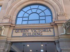 Wetfieldショッピングモールに行きました。 目当てのお店をいくつか見て回わりましたが、欲しいものはなく・・・  QVB(Queen Victoria Building)に移動してきました。