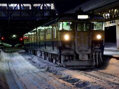 程なく、朝の妙高高原駅に到着 国鉄型車両115系「横須賀色」を一枚パチリ☆して、早速移動開始です