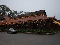 18時頃。予約しておいたアプサラダンスが見られる有名なレストラン、クレーン2へ。