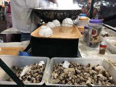 フナ広場にてかたつむり食べる。形状が生々しくてあまり食えず。