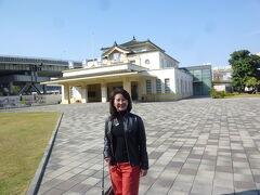 旧高雄駅の前で