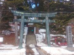 [これより前は 6-2 をご覧ください]  同じく湖畔にある《日光二荒山神社 中宮祠》に来ました。