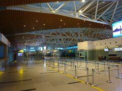 3日目、今日は帰国。 ダナン空港の国際線ターミナルはできたばっかでキレイ。 香港エクスプレスの香港行きが一番早い便のようで、まだガラガラ。