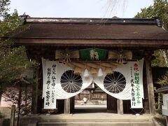 それでは…いざ、心を正して… 本宮大社に詣でるのは、これで4度目 いつ来ても素晴らしい空間だよねん 心からお願いしてきたよん(^^ゞ