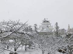 鶴ヶ城って雪に合うんだなあと、感心しました。