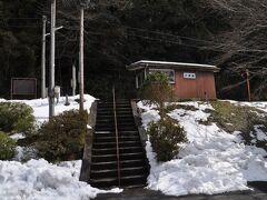 13:31 乙原駅到着です。  階段上がったところにホームがあります。