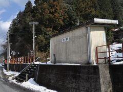 江の川左岸を線路に沿って進み、13:37 竹駅到着です。