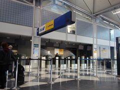 冬のシカゴ旅6日目、帰国の日の朝。アメリカの大きな空港はセキュリティが厳しすぎて、3時間前に行っても乗り遅れそうになったことがあるので、3時間以上前にオヘア空港に着いたら、ANAのカウンターが開いていませんでした。
