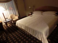 ホテルに戻りチェックイン 今回はキングサイズの部屋です、