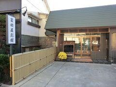 15:15 美ヶ原温泉です。 今夜の宿は「富田屋別館」です。 では、入りましょう。