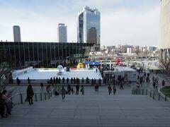 大阪へ移動 うめきた広場ではスケートやっていた