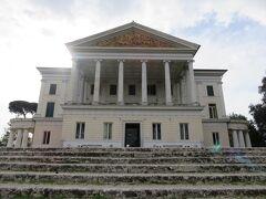 ヴィッラ・トルローニアのカシーノ・ノビレ。 1925年から43年まで王国首相であるムッソリーニとその家族の住居とされた事で有名な邸宅で、現在は美術館になっています。