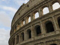 サンタンジェロ城観光後、少しコロッセオに寄りました。