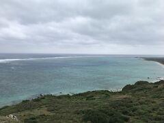 その後、石垣島最北端の平久保埼へ。 個人的にはここからの景色が石垣島No1と思います。  天気が残念ですが、それでもやはり美しい。