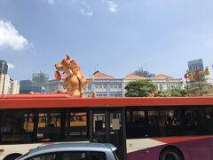 位置情報とは関係ありませんが、春節なのでパイナップルと犬と「旺」の文字が目立ちます。バスも恭賀新年と表示されていたり。