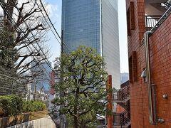 正面に見える巨大なビルはTBSのある赤坂Bizタワー(http://www.biztower.net/)
