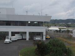 奄美空港に到着 可愛いらしい小さな空港です
