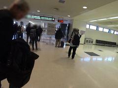 成田到着 0930  ダンディ紳士のお父さんと別れて(写真左の方です。 このあとちょっと一仕事してから、夕方便でカナダへ行くそうな。)