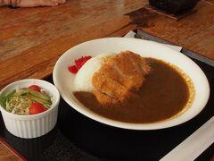 マングローブ館のレストランで昼食 私は特製のカレーライス 味が濃くて美味しかった♪