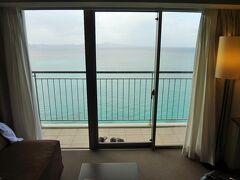 沖縄旅行3日目は、快晴の青空が広がります。