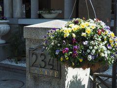 【山手234番館】 昭和2(1927)年頃に 外国人向けの共同住宅(アパートメント) として、現在の敷地に建てられました。 関東大震災の復興事業の一つで 横浜を離れた外国人に戻ってもらうために 建設されたという経緯があります。 (公式サイトより)